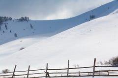 Rancho de la montaña en invierno Imagen de archivo libre de regalías