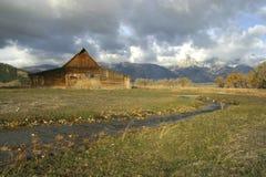 Rancho en el prado Foto de archivo libre de regalías