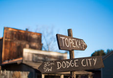 Estradas transversaas -- Sair de Dodge Fotografia de Stock Royalty Free