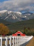 Rancho y montañas del caballo Fotografía de archivo