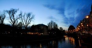 Am Rand des Flusses in Prag Stockfoto