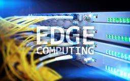 RAND gegevensverwerking, Internet en modern technologieconcept op de moderne achtergrond van de serverruimte stock afbeelding