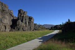 Rand van tectonische platen dichtbij Oxararfoss in Thingvellir-park Stock Foto's
