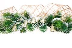 Rand vom Weihnachtsbaumzweig und -glocken stockbilder
