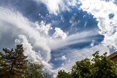 Randalierung von Wolken Lizenzfreies Stockbild