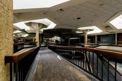 Randall Park Mall - Cleveland abandonados, Ohio imagem de stock royalty free