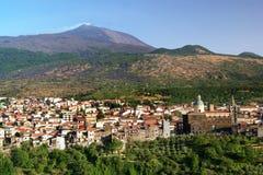 Randazzo y el Etna Foto de archivo libre de regalías