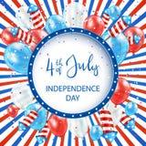 Randig bakgrund för självständighetsdagen med ballonger och fyrverkerier Arkivbild