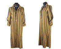 Randig isolerad klänningskjorta arkivbilder