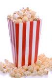 Randig låda av popcorn Arkivfoton