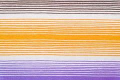 Randig tygmodell i mjuka pastellfärgade färger texturerad abstrakt bakgrund Royaltyfria Bilder