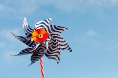 Randig väderkvarn på bakgrund för blå himmel Royaltyfri Foto