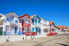 Randiga hus, Costa Nova, Aveiro royaltyfria foton