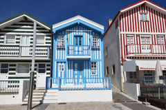 Randiga kulöra hus, Costa Nova, Beira Litoral, Portugal, Eur Arkivbilder
