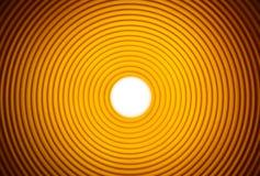 Randigt tunnelrör i orange guling Arkivbilder