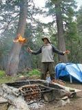Randonneur avec l'incendie Image stock