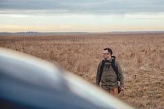 Randonneur dans la prairie Image libre de droits