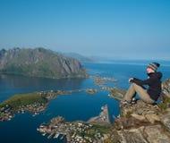 Randonneur de femme en Norvège Photo stock