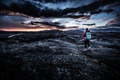 Randonneur en cratère du monument national de lune Photos stock