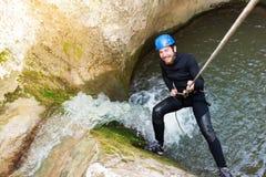 Randonneur enthousiaste de canyon Photos stock
