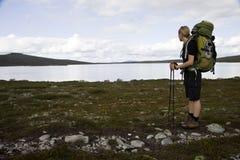 Randonneur féminin sur le Kungsleden méridional Photographie stock libre de droits