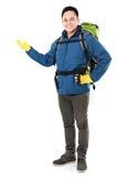 Randonneur masculin avec la présentation de sac à dos Photo stock