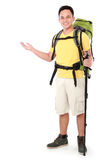 Randonneur masculin avec la présentation de sac à dos Images stock