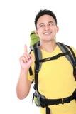 Randonneur masculin avec le sac à dos se dirigeant  Photos libres de droits