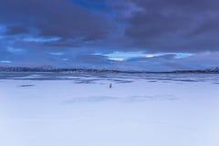 Randonneur solitaire dans Abisko, Suède Photographie stock libre de droits