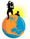 Randonneurs avec le globe Image libre de droits