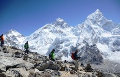 Randonneurs dans le journal de camp de base d'Everest Photo libre de droits