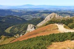 Randonneurs dans les montagnes Images libres de droits