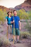 Randonneurs de désert sur le chemin Photos stock