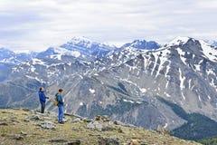 Randonneurs en montagnes Photos libres de droits