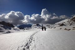 Randonneurs sur le plateau de neige Photo stock