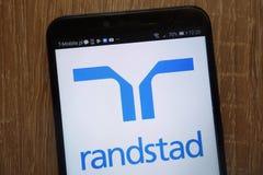 Randstad NV logo wystawiający na nowożytnym smartphone fotografia stock