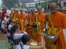 Rane pescarici Buddhistic in Luang Prabang, Laos Fotografie Stock Libere da Diritti
