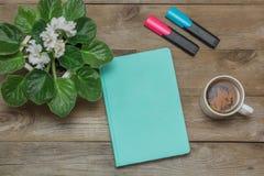 Ranek: dziennik i zielona herbata Obraz Stock
