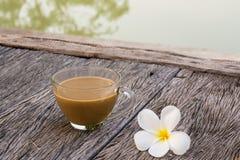 Ranek filiżanki kawy nabrzeże Zdjęcie Royalty Free