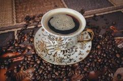 Ranek filiżanka fragrant, silna kawa, obrazy stock