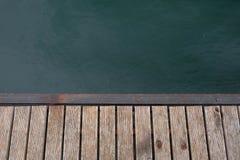 Ranek jezioro przy wsi tłem Fotografia Royalty Free