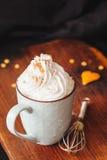 Ranek kawa z śmietanką i cynamonem Fotografia Royalty Free
