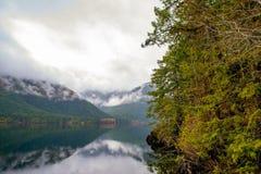 Ranek mgła w Sproat jeziorze w Vancouver wyspie, Kanada fotografia royalty free