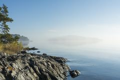 Ranek mgły ranku Sztokholm pogodny archipelag Fotografia Stock