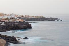 Ranek mgiełka nad kurortu terenem na Tenerife seacoast zdjęcie royalty free