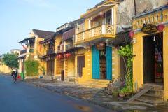 Ranek na ulicie stary miasteczko Wietnam Obrazy Stock
