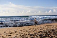 Ranek Plażowe Surfingowów Fala Obrazy Royalty Free