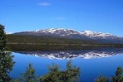 Ranek przy górami zdjęcie royalty free