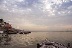 Ranek przy Ganga rzeką varanasi indu Obraz Stock