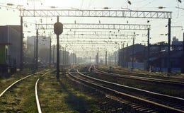 Ranek przy linii kolejowej stacją Fotografia Royalty Free
